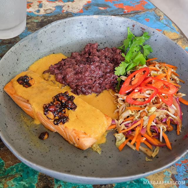 Grilled Salmon La Brisa Beach Club, Canggu Bali