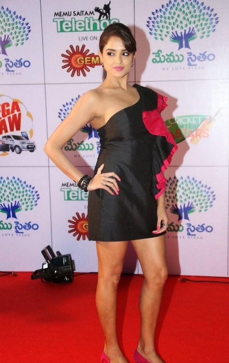 Asmita Sood Unseen Stills, Asmita Sood Sexy Photos in Hot Black Dress Without sleeve
