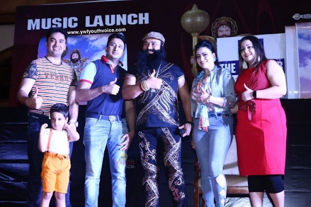 Gurmeet Ram Rahim with family during MSG The Warrior Lionheart Music Launch Title Song Download Images Ijjat Ka Rakhwala Sherdil