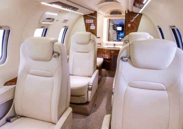 Bombardier Learjet 70 interior