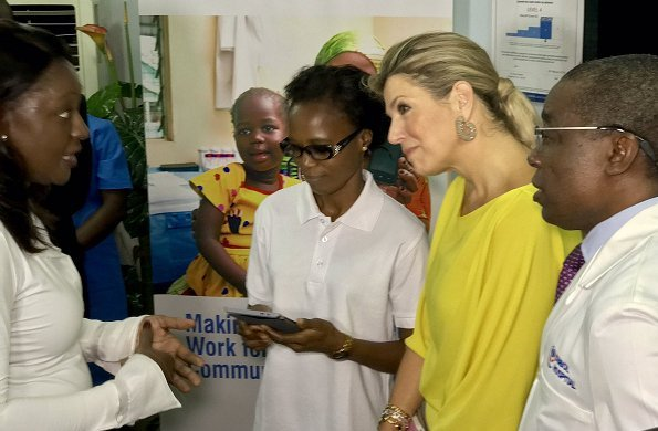 Queen Maxima visited Subol Hospital in Lagos. That pilot project was started PharmAccess. Queen wore Natan dress