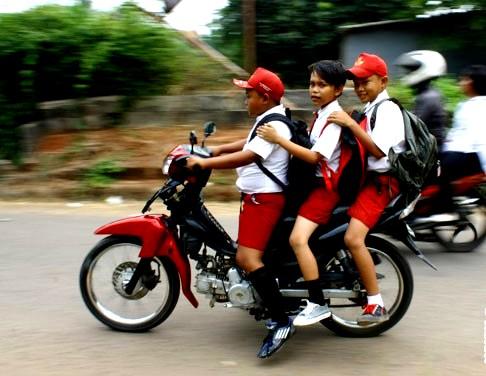 Anak-anak salah satu Pelaku Kecelakaan Sepeda Motor