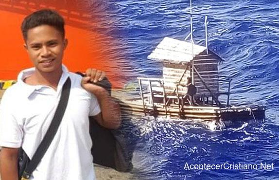 Joven sobrevive en alta mar