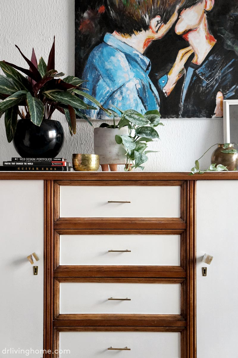 An old sideboard gets a classy and modern makeover