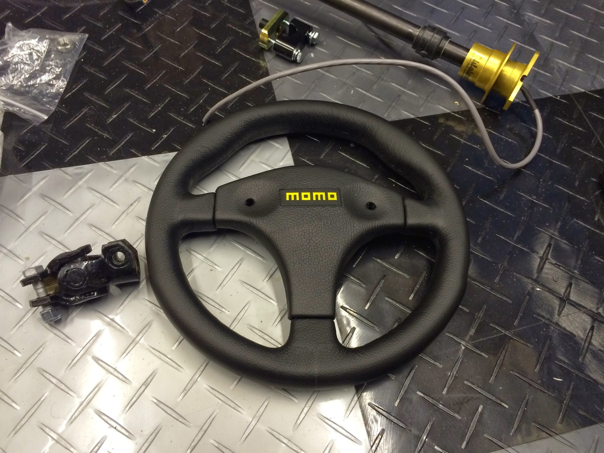 Steering wheel, UJ, upper column with quick release boss and clamp plate.