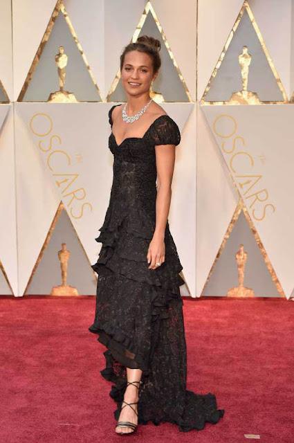Alicia Vikander at 89th Annual Academy Awards