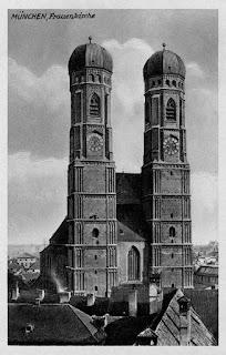 Postkarte der Münchener Frauenkirche um 1920
