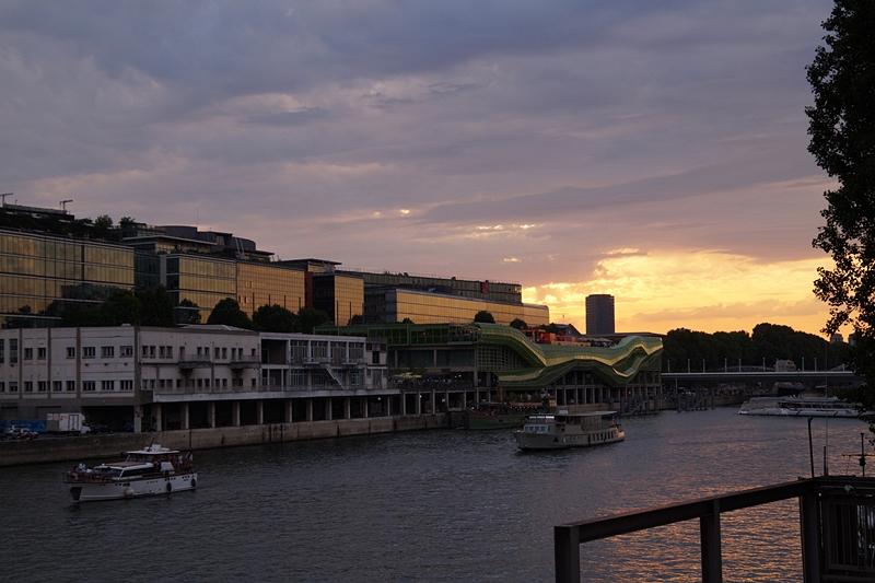 Sonnenuntergang Sommerabend in Paris an der Seine