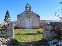 Crkvica sv. Martin, Bobovišća, otok Brač slike