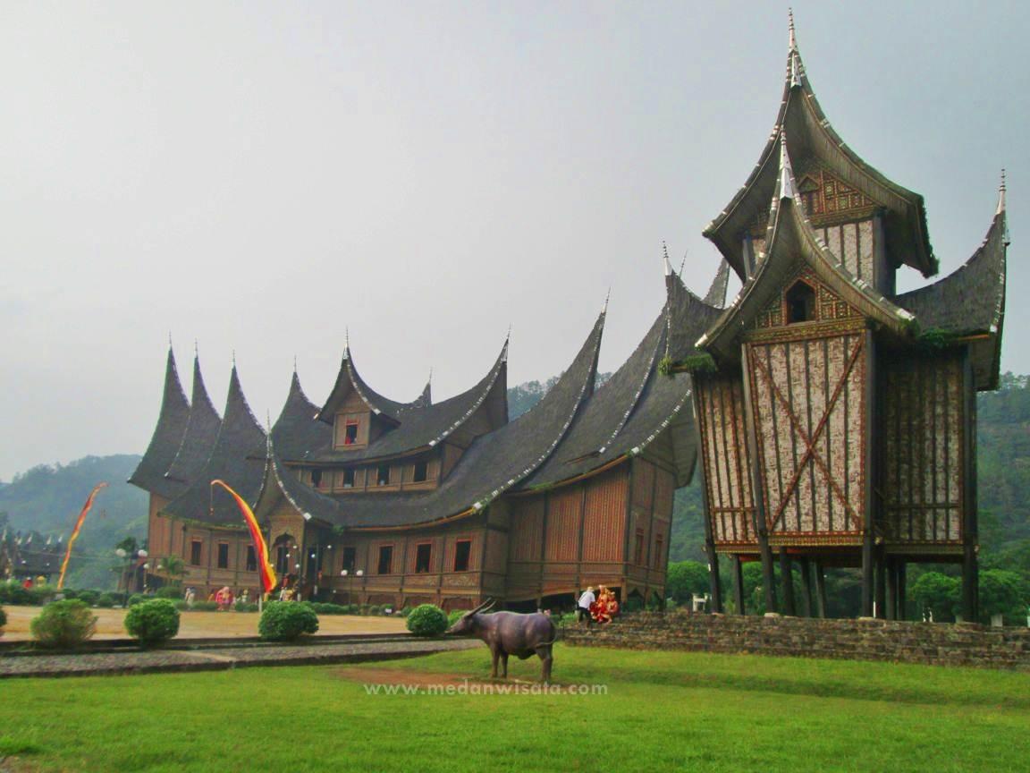 Kemegahan Istano Basa Pagaruyung, Sumatera Barat - Medan Wisata