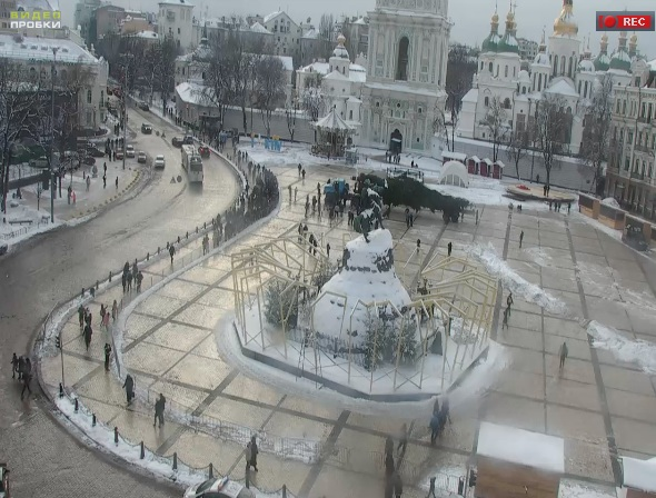 Глвную елку Киева 2017 привезли на Софиевскую площадь
