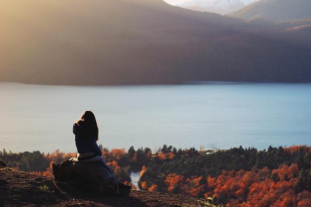 ảnh cô gái buồn và mùa thu