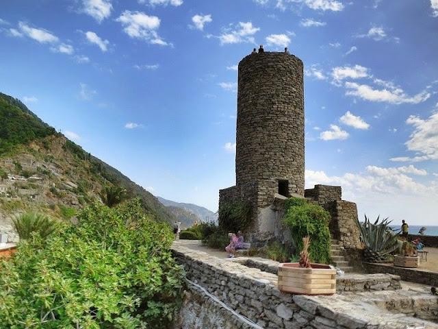 Castello Doria na região à beira-mar de Vernazza