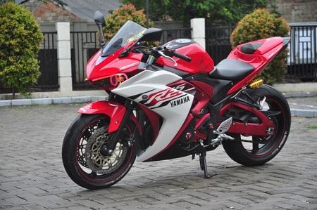 Modifikasi Yamaha R25 tampilan moto gp