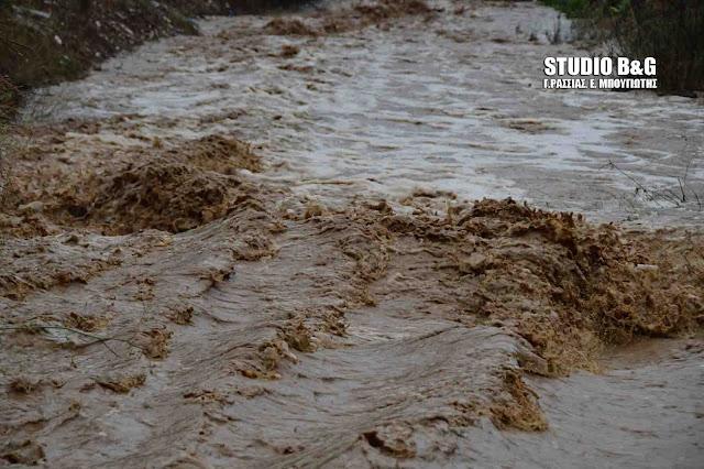 Πλημμύρισαν χείμαρροι και ρέματα στο Ναύπλιο (βίντεο)