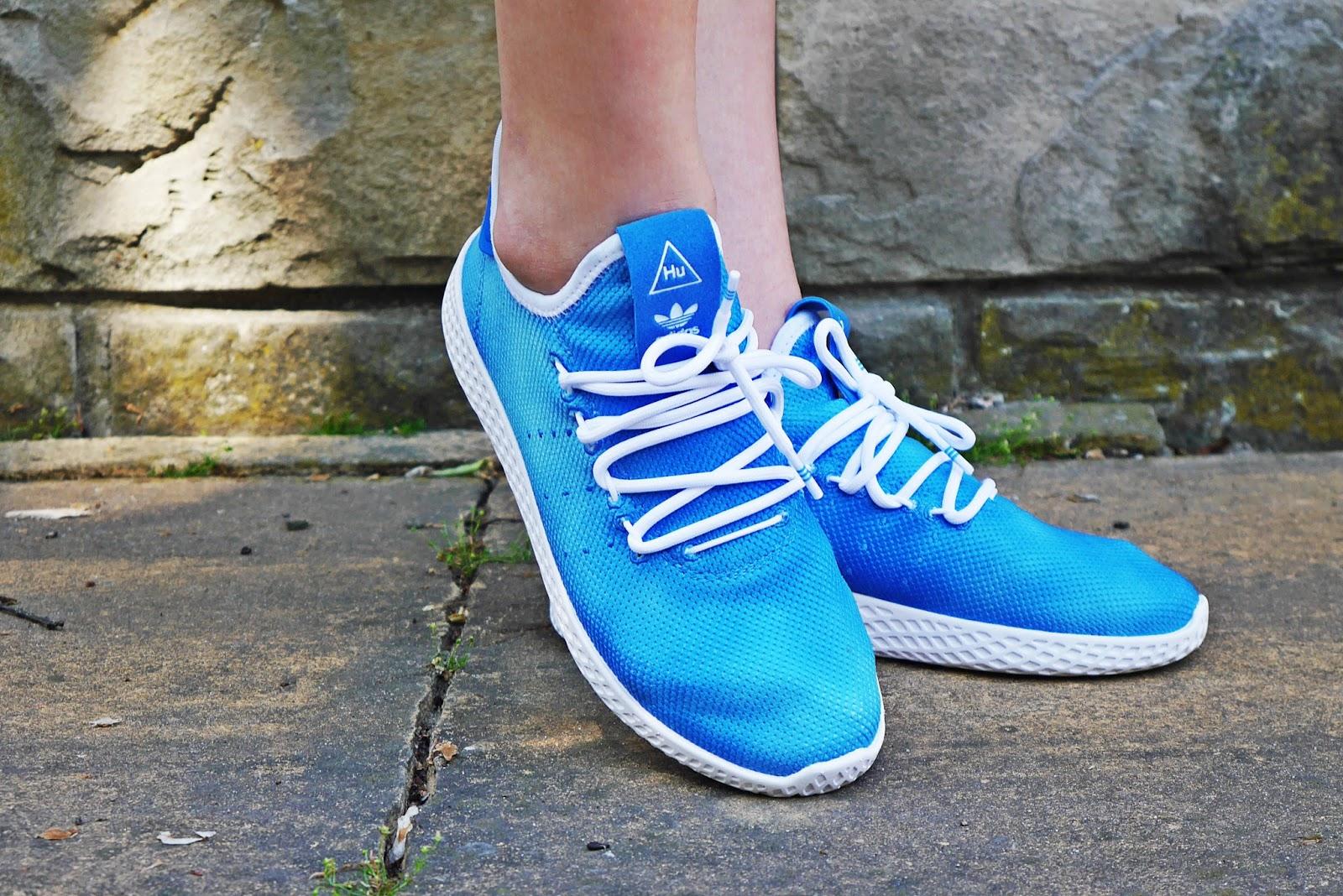 10_footway_adidas_pharell_williams_holi_hu_tennis_blue_sukienka_koronkowa-jeansowa_kurtka_140518