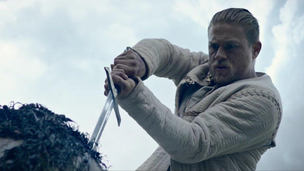 Rei Arthur: A Lenda da Espada é uma releitura ousada e empolgante