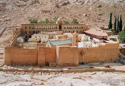 Να γκρεμιστεί συθέμελα η Ιερά Μονή της Αγίας Αικατερίνης του Σινά