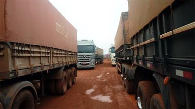 Caminhoneiros de Mato Grosso começam a ficar parados em atoleiros na BR-163 no Pará