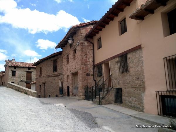 Calles que rodean el Castillo (Mora de Rubielos, Teruel)