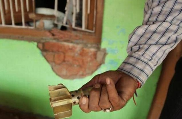 காஷ்மீரில் குடியிருப்புப் பகுதியில் பாகிஸ்தான் ராணுவம் நடத்திய தாக்குதல்