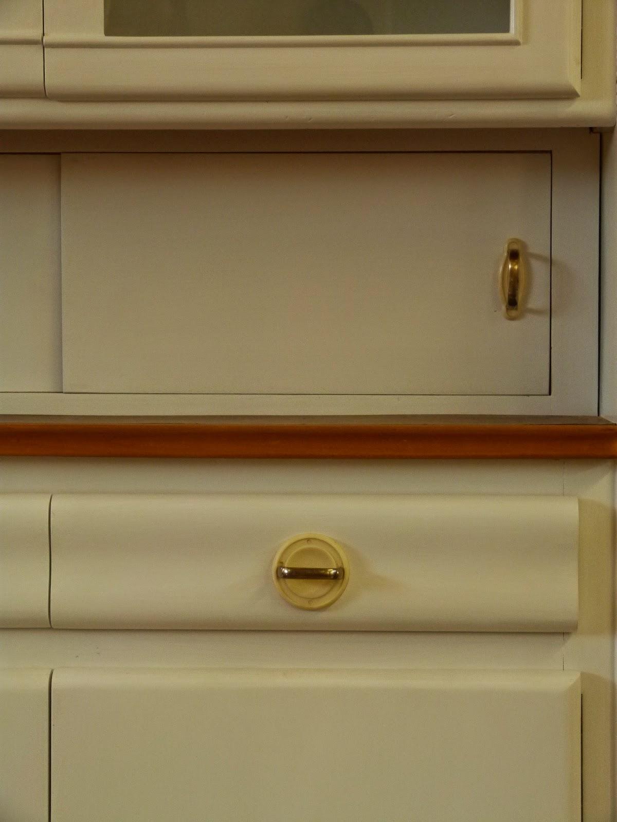 Antike Möbel: 50 Jahre Küchenschränckchen