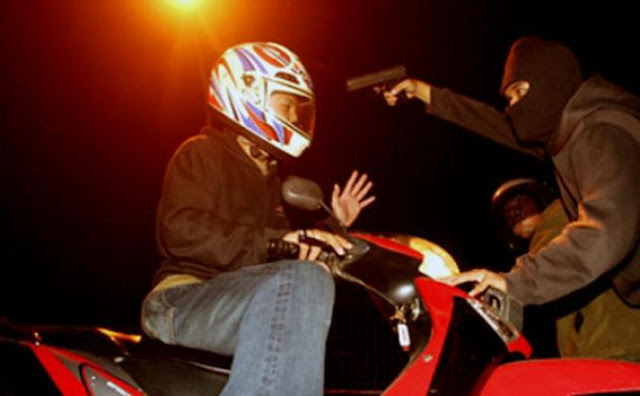 Waspada! Seorang Driver Ojek Online Dibegal dan Dibacok Dadanya