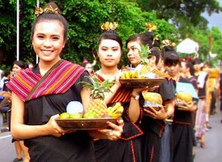 Gambar Pakaian adat Nusa Tenggara Barat