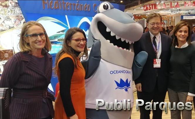 Ximo Puig y Mónica Oltra con la mascota Tiburón. Fitur 2019
