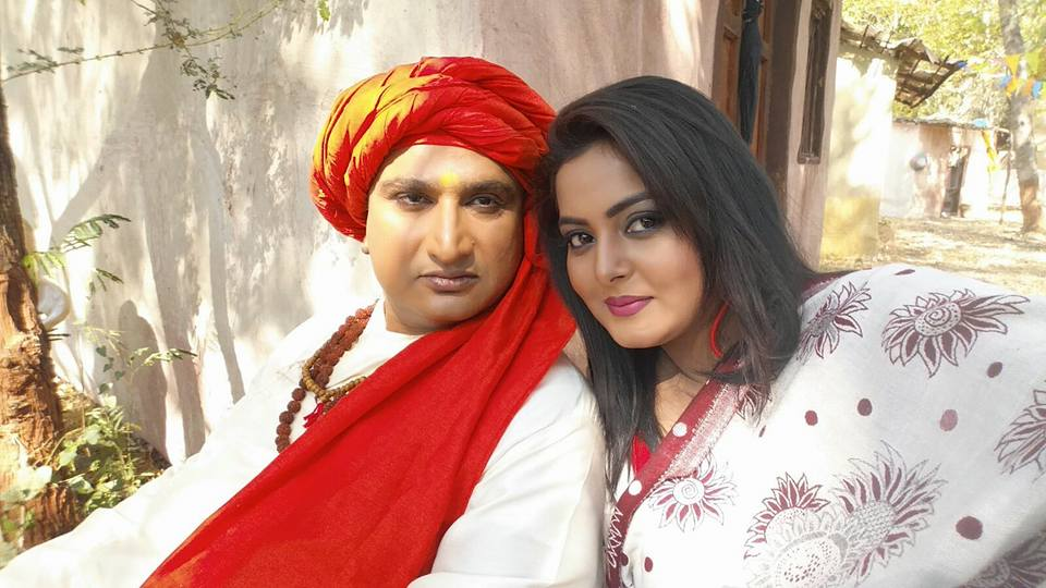 Anjana Singh and Awadhesh Mishra on set