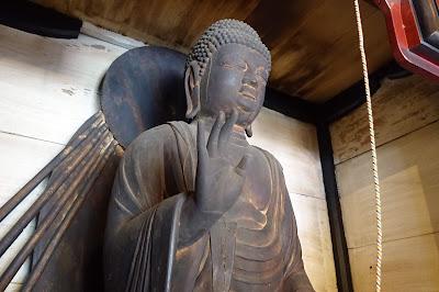 Đền Phật giáo thành phố Kusiga Kusatsu - Tượng đứng Yakushiro Yakugo