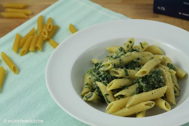 Cremige Pasta mit Saint Agur und Blattspinat