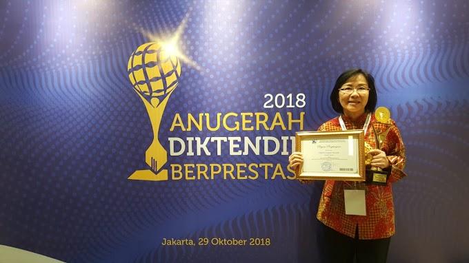 Dosen UI Raih Penghargaan Dosen Berprestasi Terbaik 2018