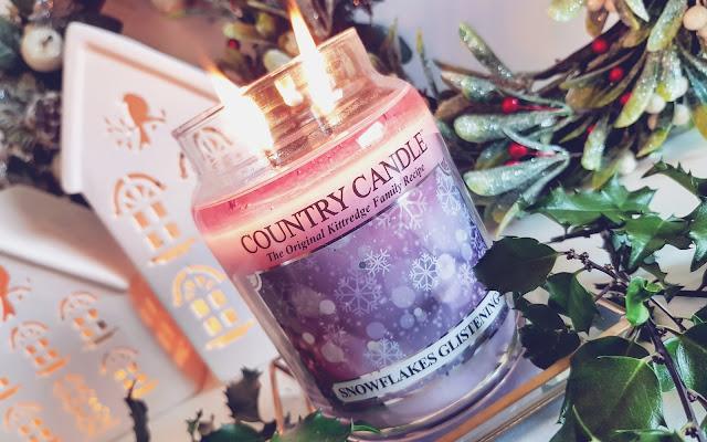 Błyskotliwy zapach - SNOWFLAKES GLISTENING Country Candle - Czytaj więcej »