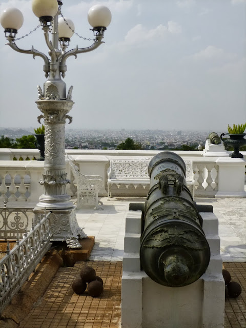 Falaknuma Palace Images: lamppost and cannon