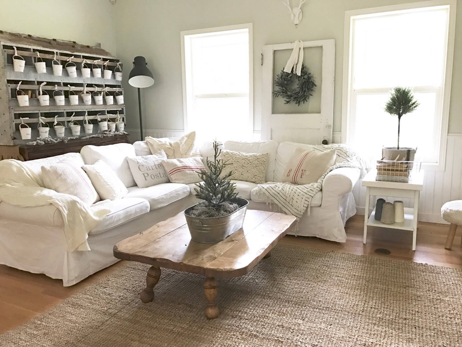 How To Decorate Small Family Room For Christmas