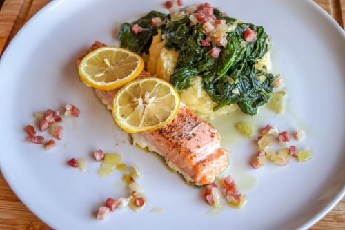 Salmon and spinach are great to stay slim while eating multiple times in a day.