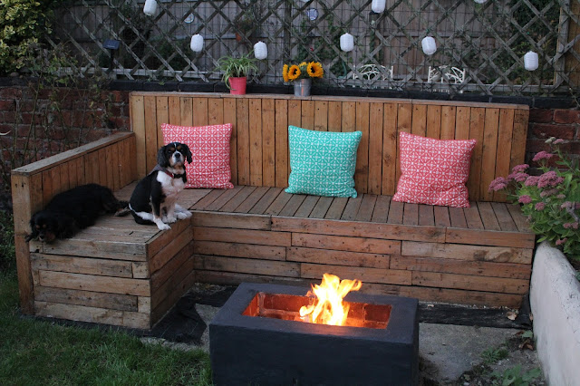 fire pit with pallet seating around