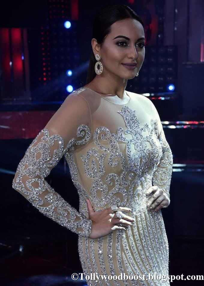 Sonakshi Sinha The Promotion Of Nach Baliye 8 In Yellow Dress