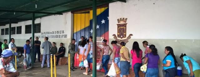 Familares sufragan alimentación de privados de libertad en centro de detención preventiva en Apure.