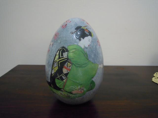 uova-di-ceramica-decorate-a-decoupage-con-effetto-marmo