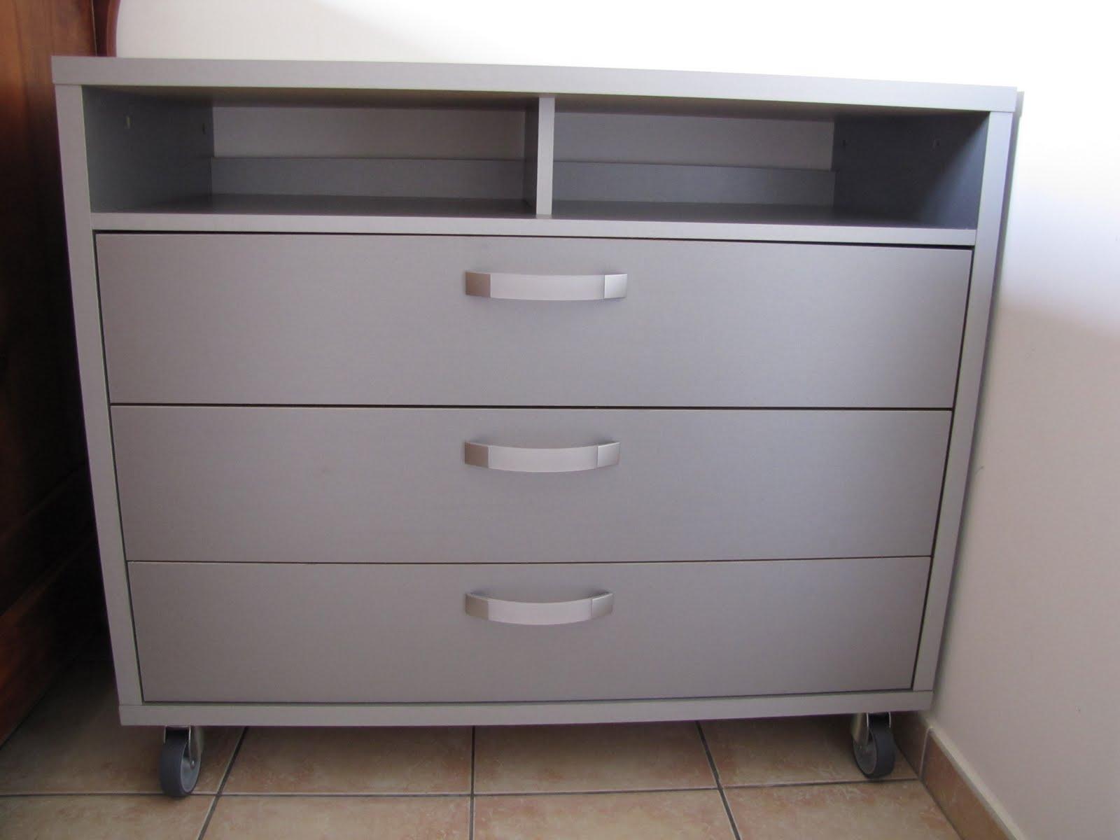 vends tout ou presque commode grise et ou commode blanche. Black Bedroom Furniture Sets. Home Design Ideas