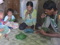 Menyedihkan! Selama 5 tahun, Keluarga Miskin Ini Hanya Bisa Makan Dedaunan Saja