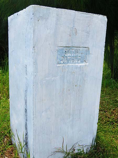 Tugu Perbatasan Jawa Tengah-Jawa Timur