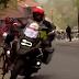 Vídeo de una moto que casi tira a una ciclista en la Flecha Brabanzona femenina 2019