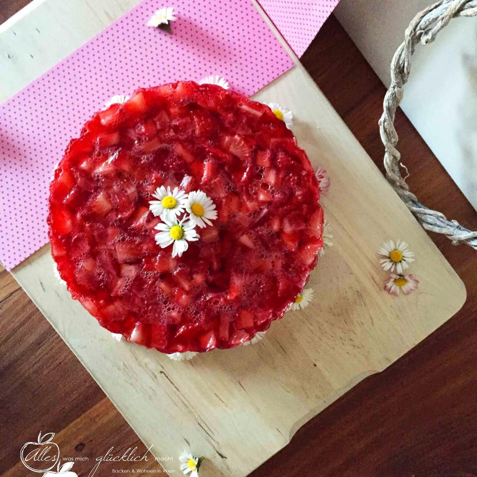 No Bake Erdbeer-Schokotorte mit Erdbeer-Knusperboden