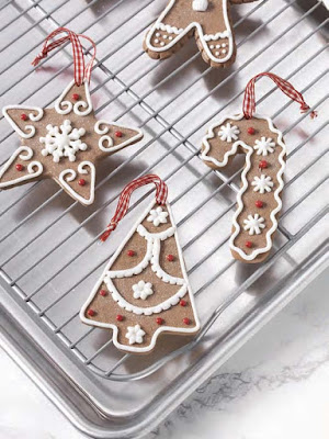 https://www.trendytree.com/raz-christmas-and-halloween-decor/2017-peppermint-kitchen-1.html
