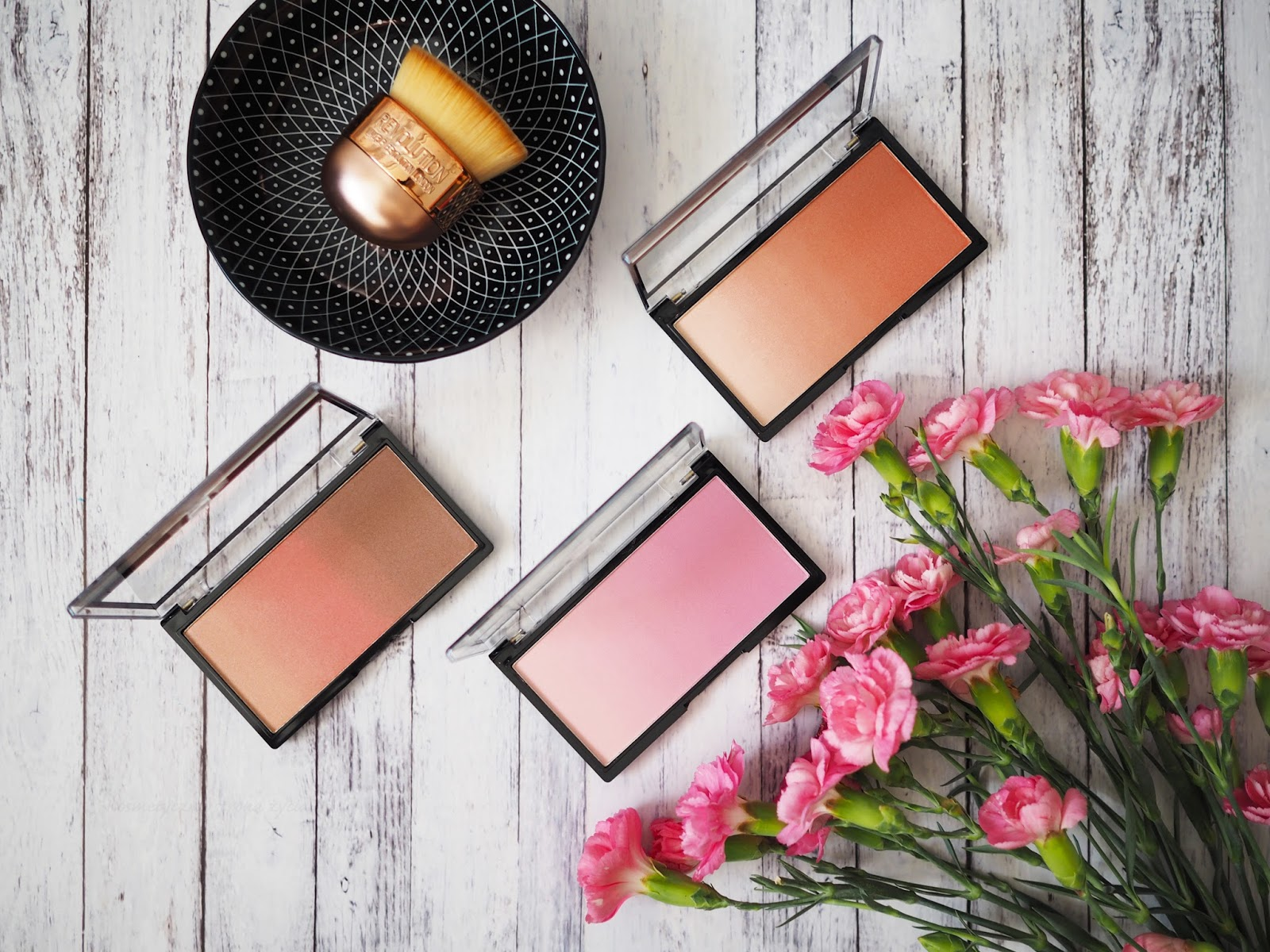 MAKEUP REVOLUTION GRADIENT HIGHLIGHTER ROSE QUARTZ LIGHT & PEACH MOOD LIGHTS & SUNLIGHT MOOD LIGHTS