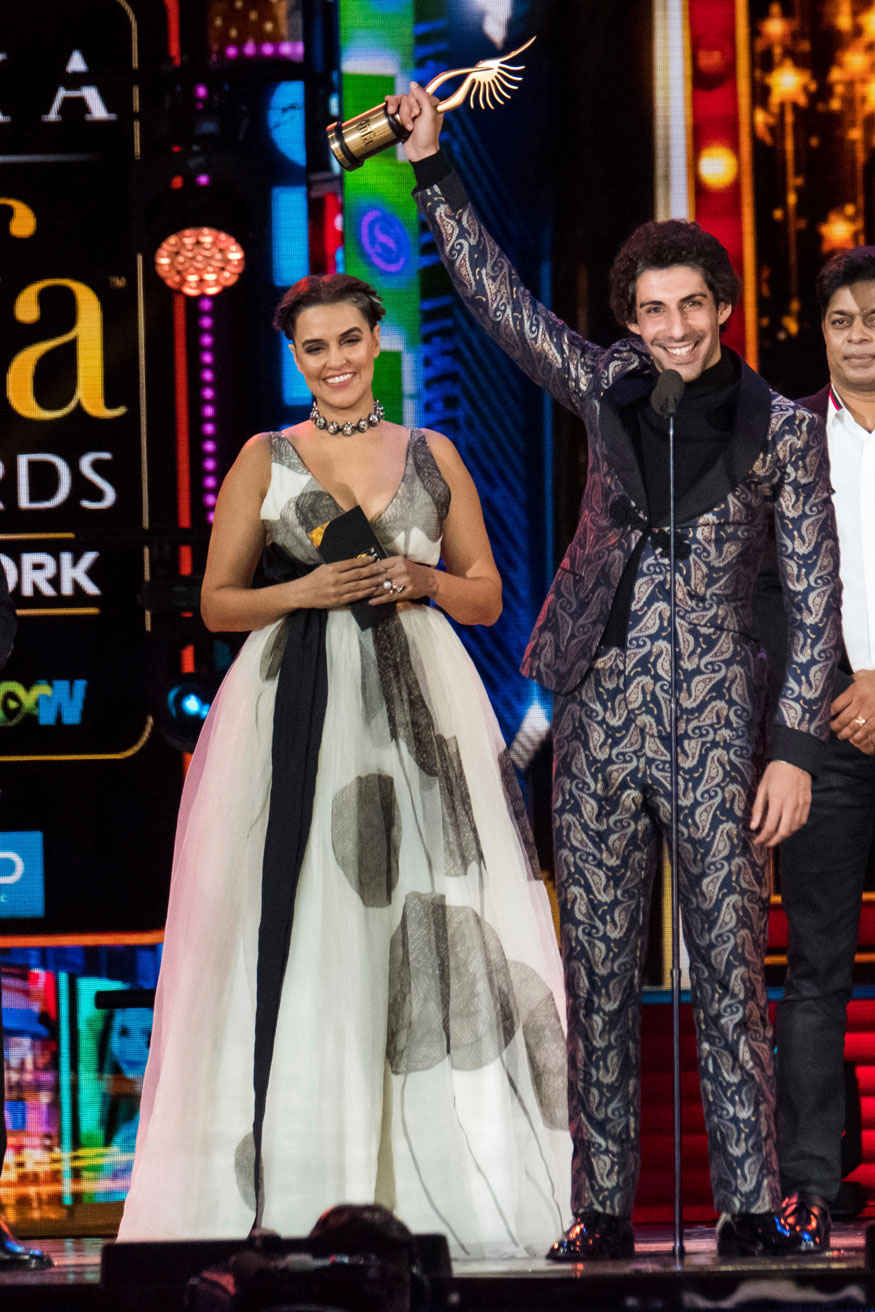 Disha Patani and Taapsee Pannu Accepts Award at 2017 IIFA Awards at MetLife Stadium