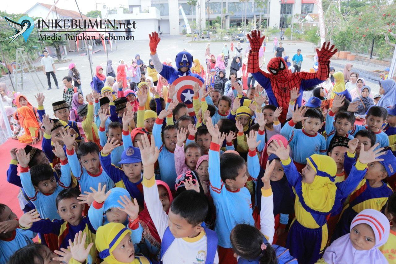 Hadir di Meotel, Spiderman dan Captain America jadi Sasaran Selfi
